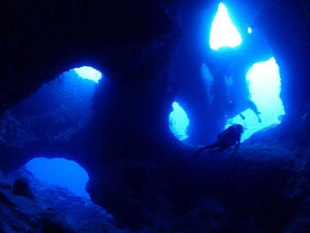 地形ダイバーのメッカ!大注目の宮古島の地形ポイント